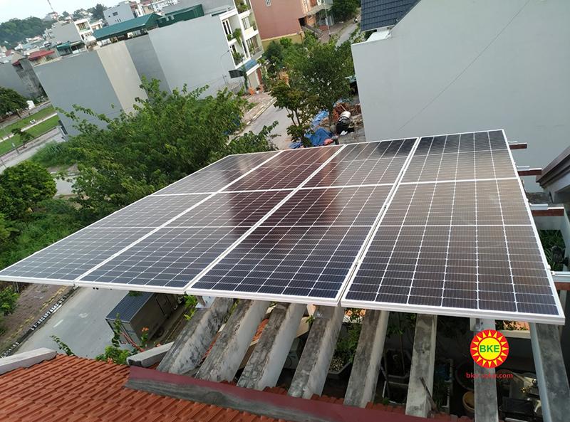 Những yếu tố nào ảnh hưởng đến hoạt động của pin mặt trời?